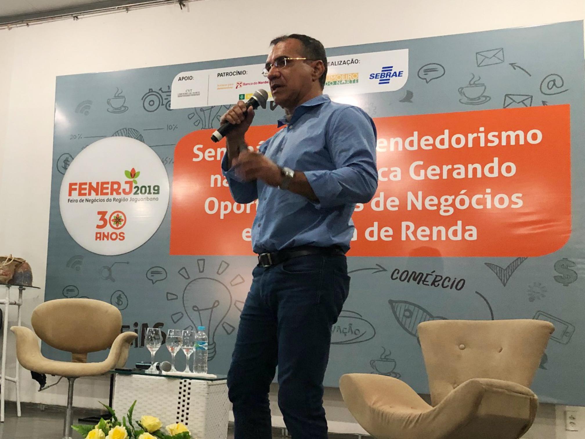 Presidente da Adece ministra palestra na Feira de Negócios da Região Jaguaribana