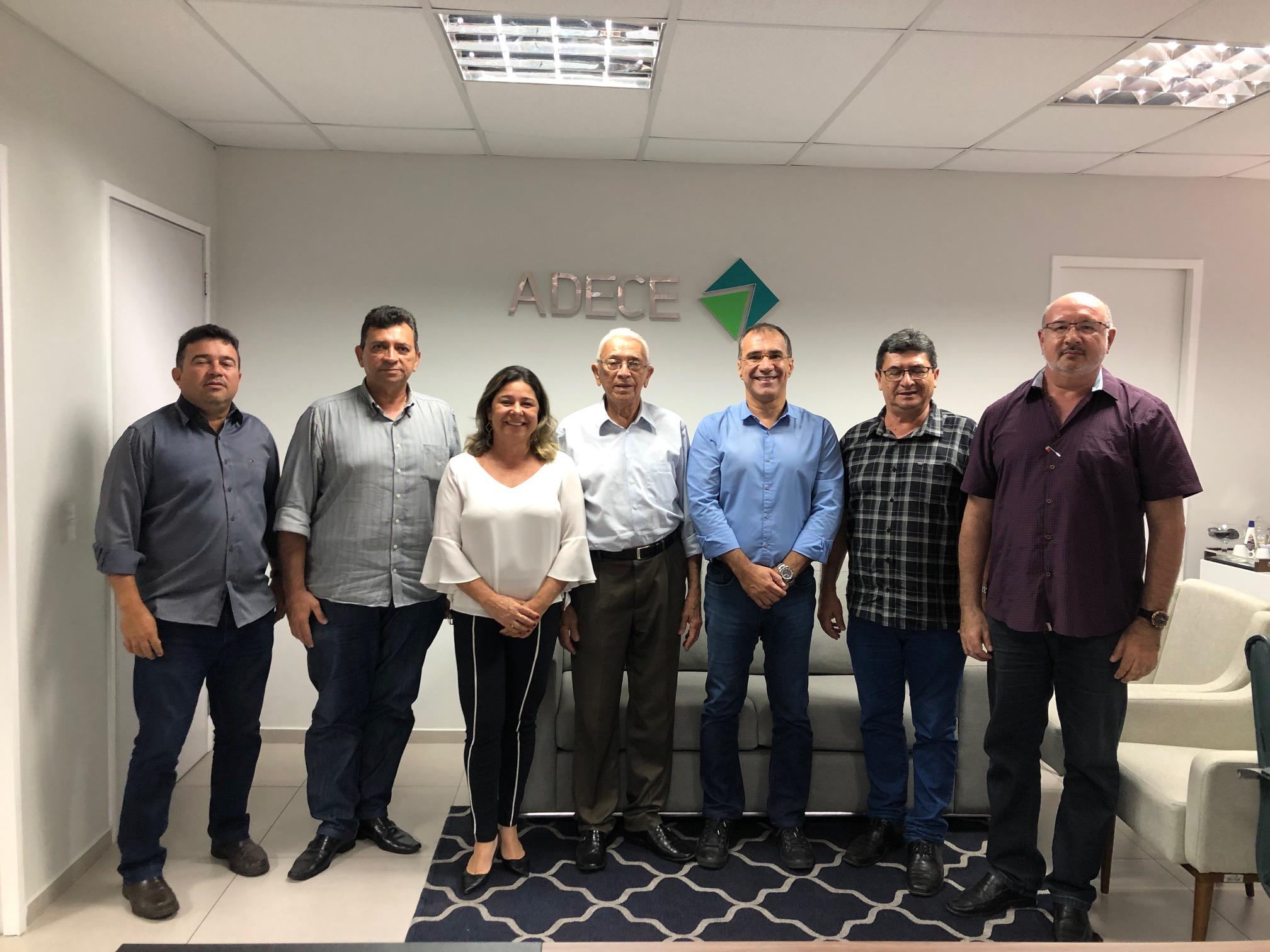 Presidente Eduardo Neves recebe prefeitos de Paramoti e Senador Pompeu